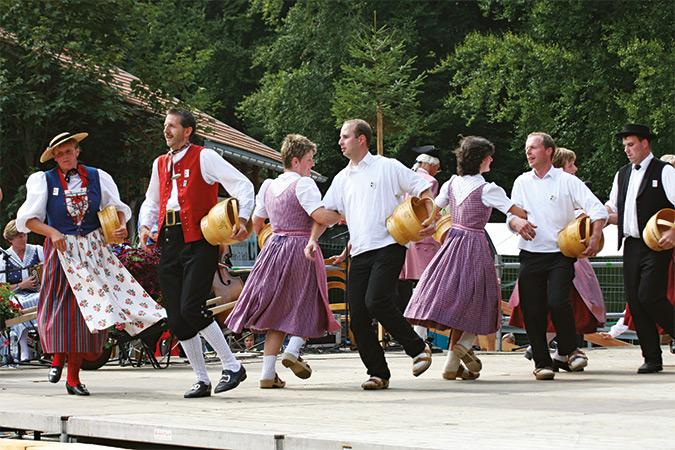 Tanzen, Jodeln feiern - die Traditionen am Unspunnenfest
